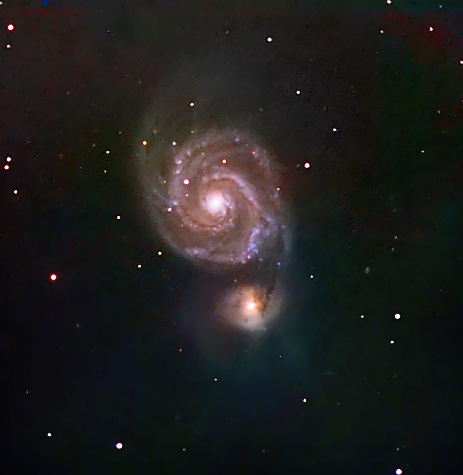 <p>M 51 è un oggetto astronomico del catalogo di Messier che comprende due galassie distinte, nella costellazione boreale dei Cani da Caccia (Wikipedia)</p>