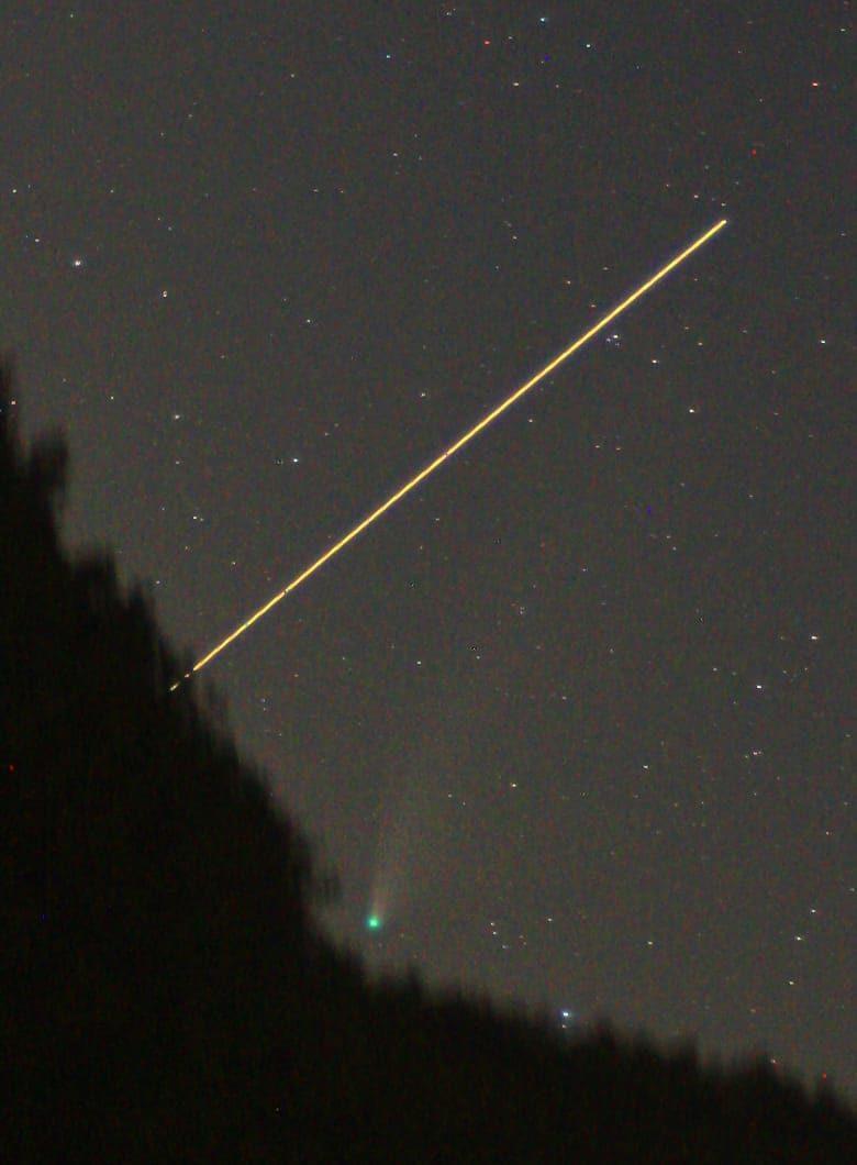 <p>La cometa NEOWISE e passaggio della Stazione Spaziale Internazionale (ISS)</p>