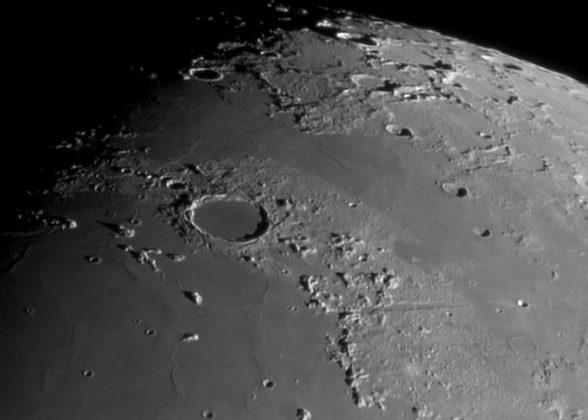 <p>Luna – Cratere Plato – Vallis Alpes</p>