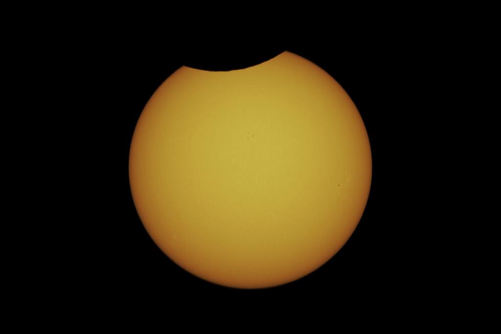 https://astrofilicernusco.org/storage/2021/07/Eclissi-parziale-di-sole-10-06-2021-h1218-Pioltello.jpg